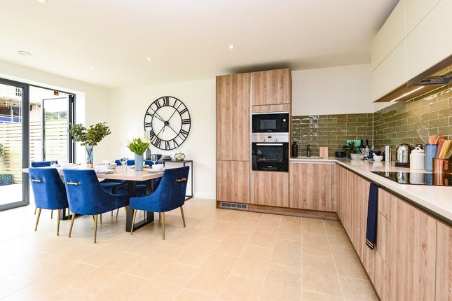 Thumbnail Town house for sale in Victoria Drive, Southfields, London