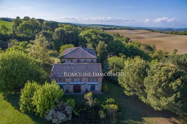 Country house for sale in Buonconvento, Tuscany, Italy