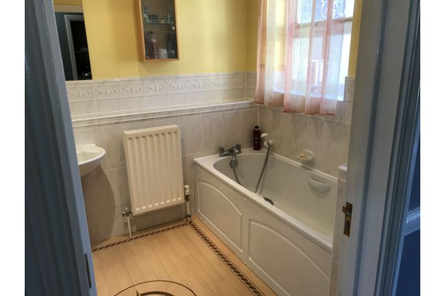 Family Bathroom of Hogs Orchard, Swanley Village BR8