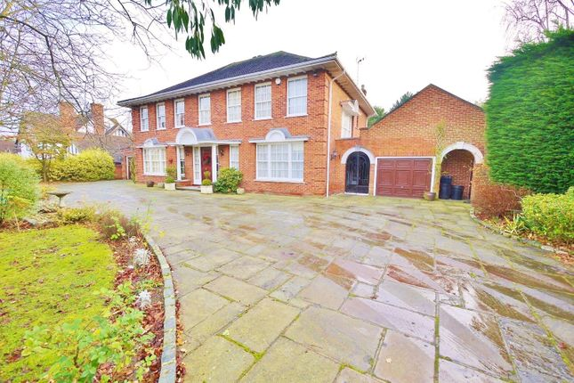 Thumbnail Property to rent in Roundwood Avenue, Hutton Mount, Shenfield