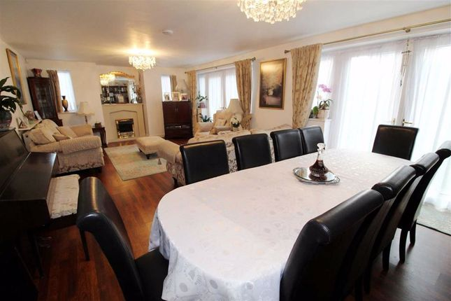 Living Room of Oakwell Drive, Salford, Salford M7