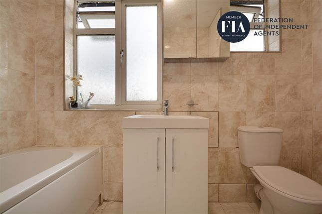 Bathroom of Lionel Road North, Brentford TW8