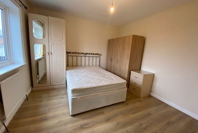 Thumbnail Studio to rent in Springfield Mount, Colindale