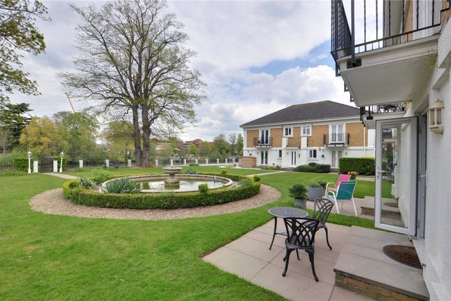 2 bed flat to rent in Simmons Place, Staines-Upon-Thames, Surrey TW18
