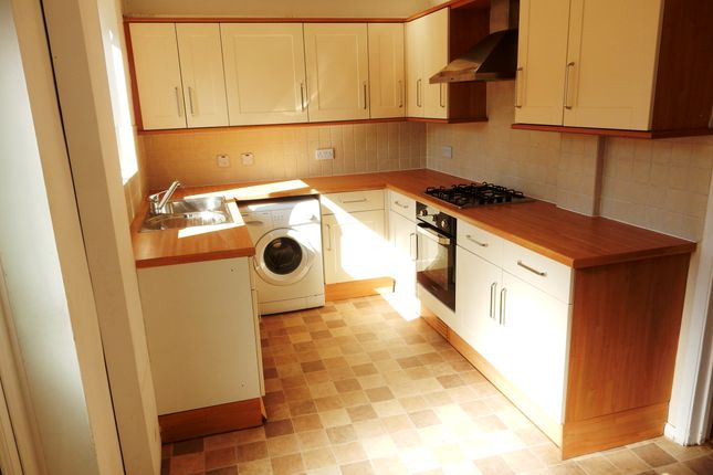 Thumbnail Terraced house to rent in Parry Green South, Slough