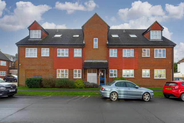 Flat for sale in Woodfield Close, Ashtead
