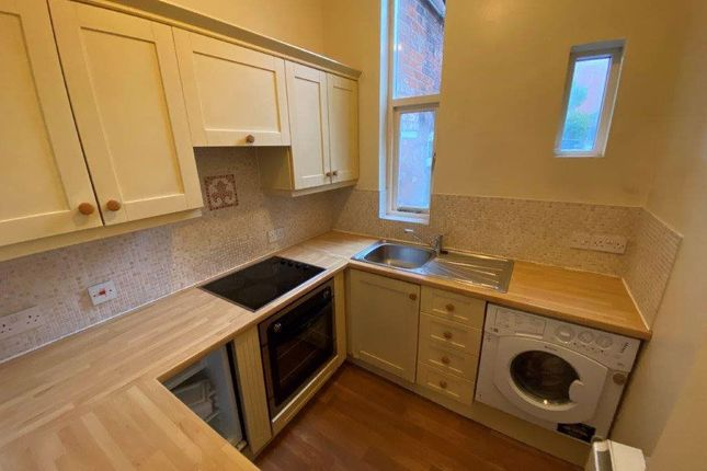 Thumbnail Flat to rent in West Street, Off Regent Road, Leics