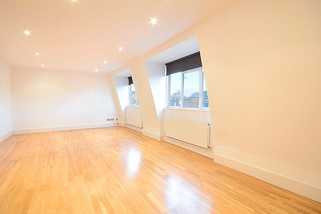 2 bed flat to rent in Bedford Avenue, London WC1B