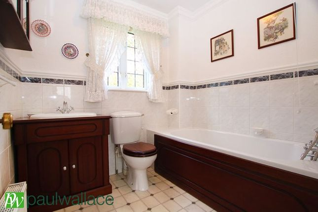 Bathroom of The Oval, Broxbourne EN10