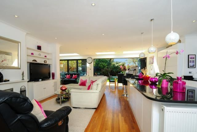 Thumbnail Detached house to rent in Richmond Hill, Surrey