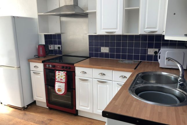 Thumbnail Flat to rent in Victoria Grove, Southsea