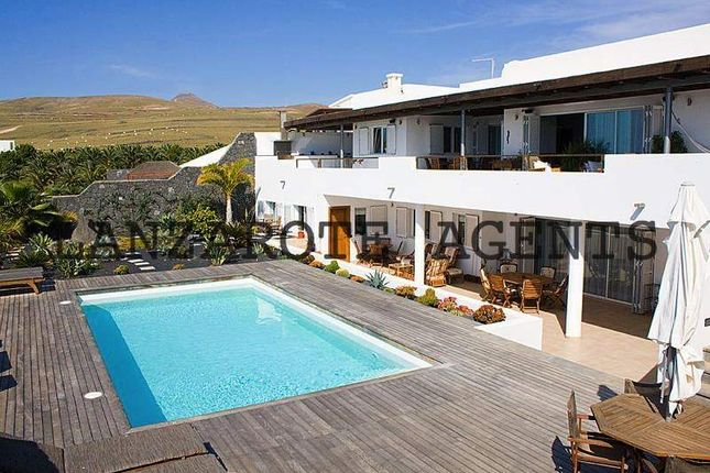 Thumbnail Villa for sale in Puerto Calero, Las Palmas, Spain