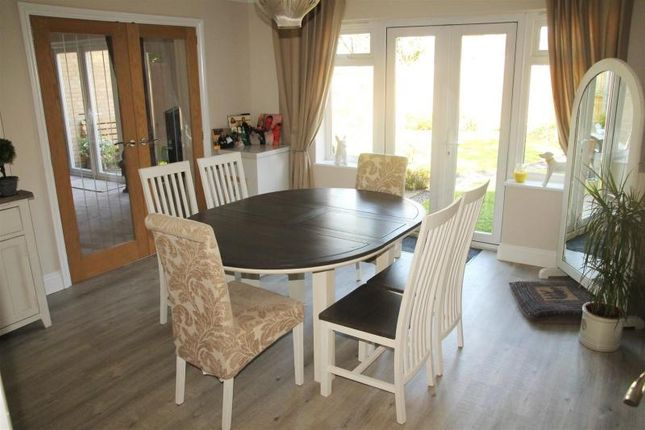 3 bed terraced house for sale in Ruddlesway, Windsor