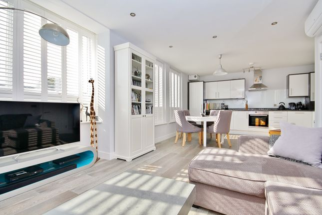 Thumbnail Flat to rent in Walnut Tree Place, Send, Woking