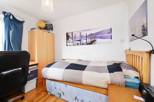 2 bed terraced house to rent in Darwin Road, Ealing