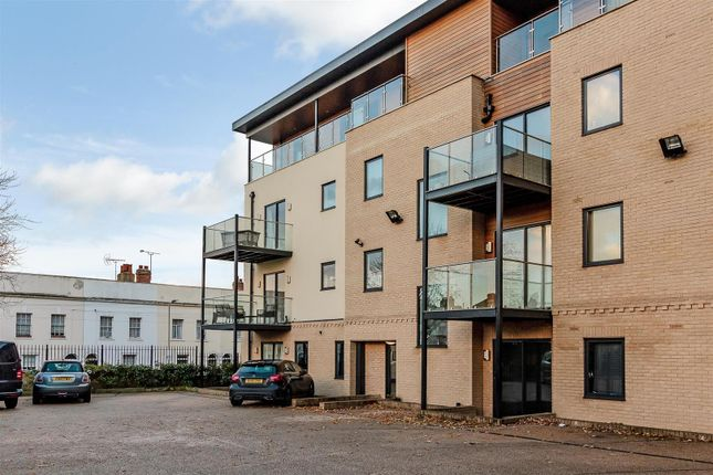 Thumbnail Flat for sale in New Road, Brentwood