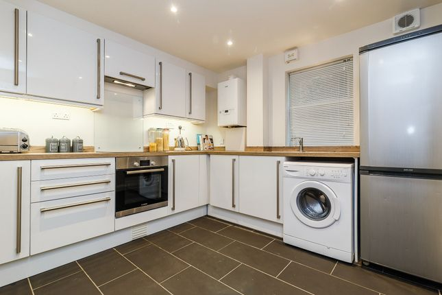 Thumbnail Flat to rent in Burnt Ash Hill, Lee Green, London