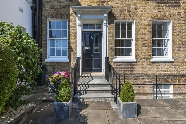 Thumbnail Triplex to rent in West Grove, London