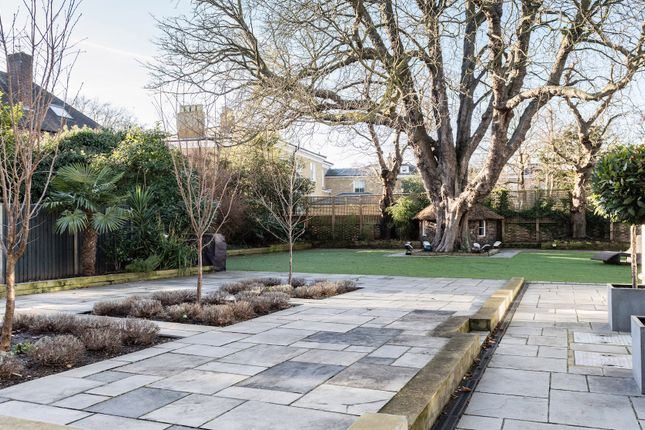 Thumbnail Town house to rent in Kings Avenue, London