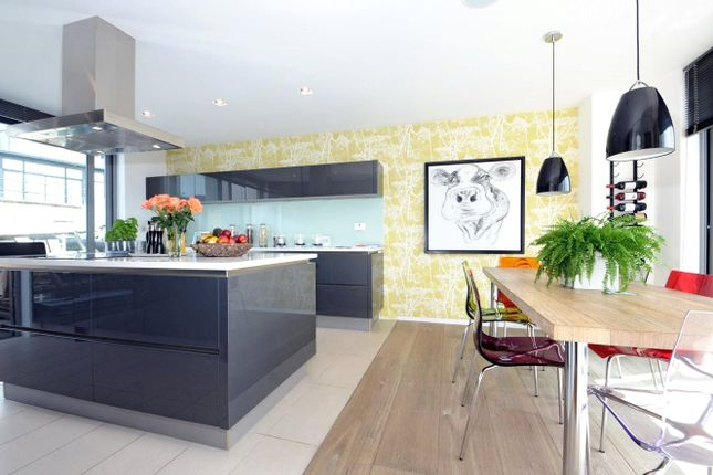 Thumbnail Flat to rent in The Deckhouse, 28 Magdalen Street, London