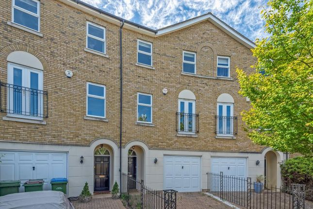 4 bed town house to rent in Surbiton, Surrey KT6