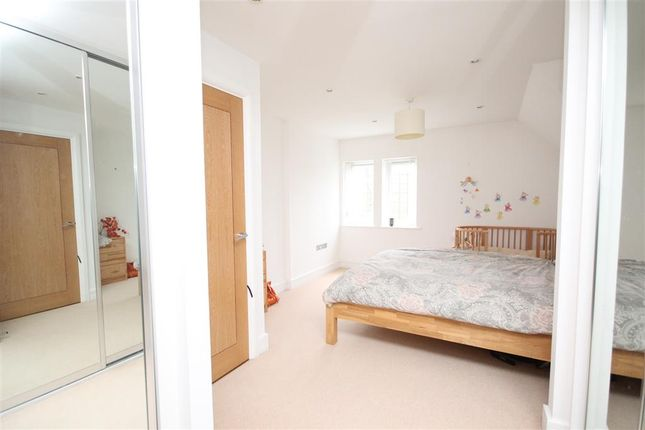 Thumbnail Flat for sale in Camborne Road, South Sutton, Surrey