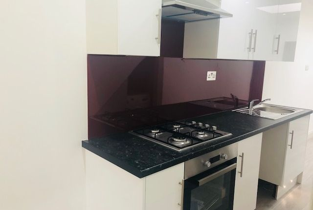 Thumbnail 1 bed flat to rent in Curzon Road, Thornton Heath