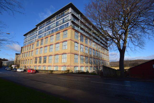 2 bed flat to rent in Dewsbury Road, Elland