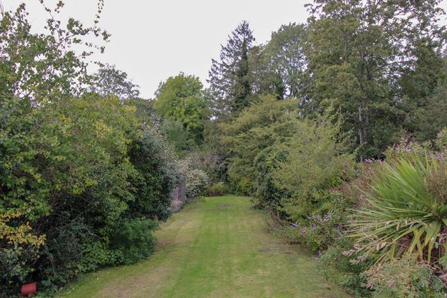 Picture No. 15 of Fitzjohn Avenue, High Barnet, Hertfordshire EN5