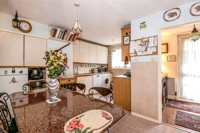 3 bed maisonette for sale in Oakley Square, London
