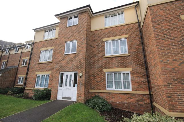 2 bed flat to rent in The Hawthorns, Flitwick, Bedford MK45