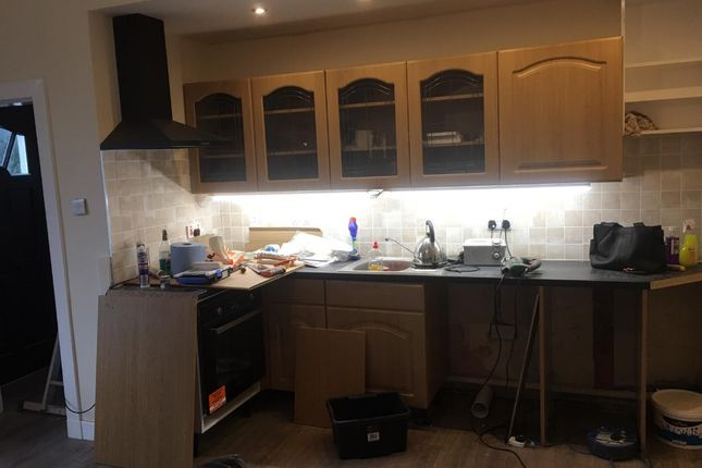 Thumbnail Flat to rent in Mid Beveridgewell, Dunfermline, Fife