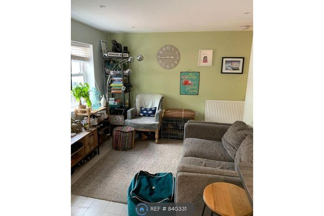 2 bed bungalow to rent in Avondale Road, London SW19