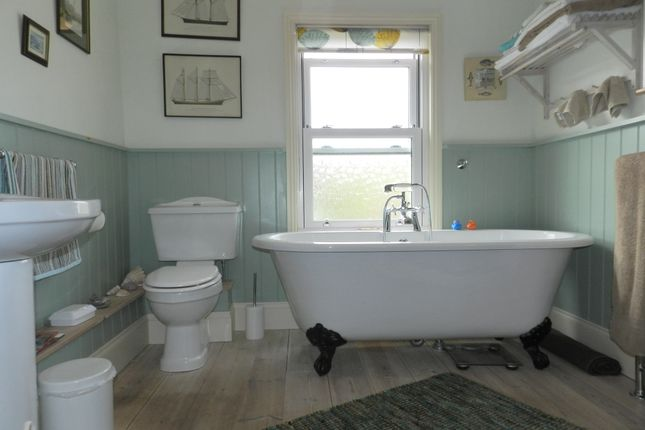 Bathroom of Leighton Road, Cheltenham GL52