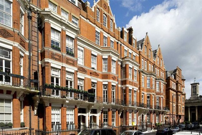 Thumbnail Terraced house for sale in Green Street, London