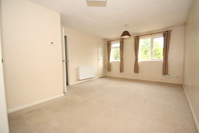Thumbnail Flat to rent in Venton Close, Horsell, Woking