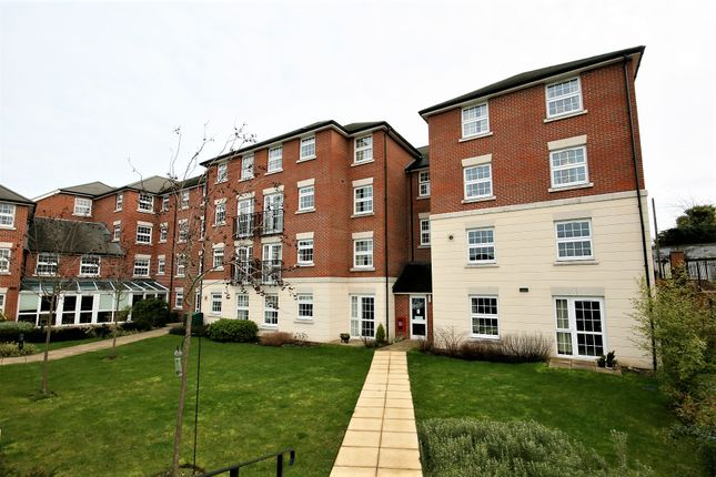 2 bed flat for sale in High Street, Ongar