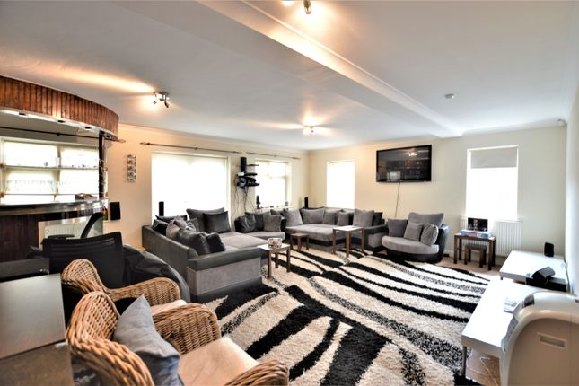 Thumbnail Detached house to rent in Mulberry Drive, Langley, Berkshire