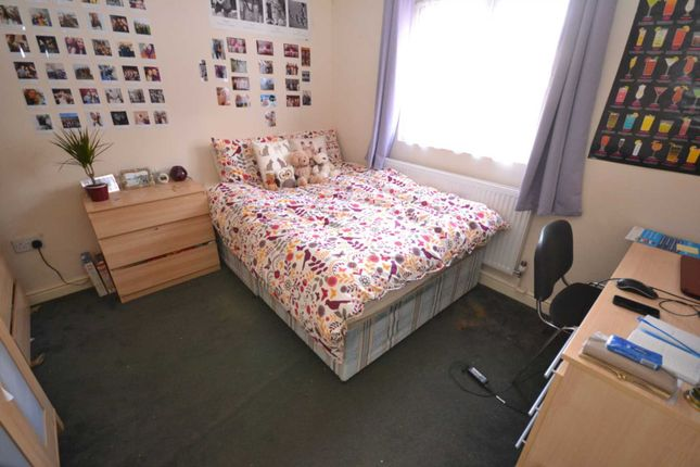 Thumbnail Terraced house to rent in Basingstoke Road, Reading, Berkshire