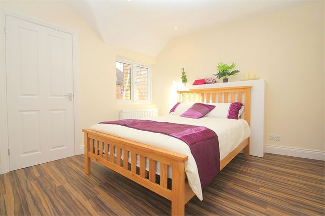 Thumbnail Room to rent in High Street, Burnham, Buckinghamshire