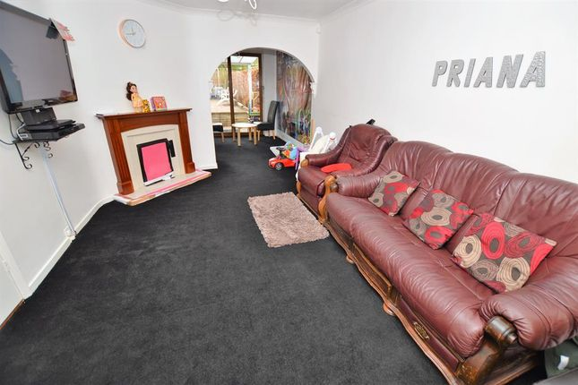 Living Room of Mayfield Drive, Wigston LE18