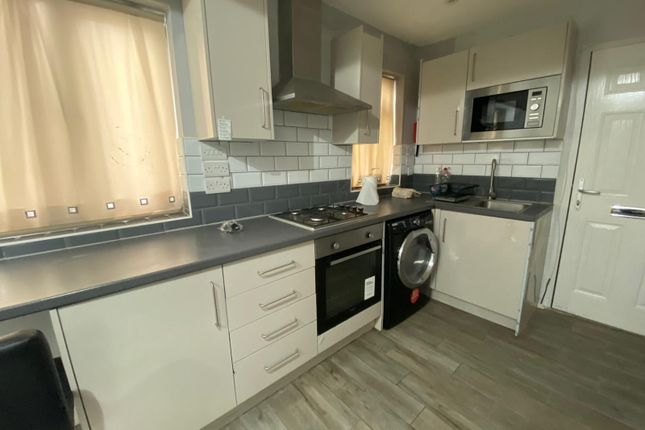 1 bed flat to rent in High Road Leytonstone, London E11