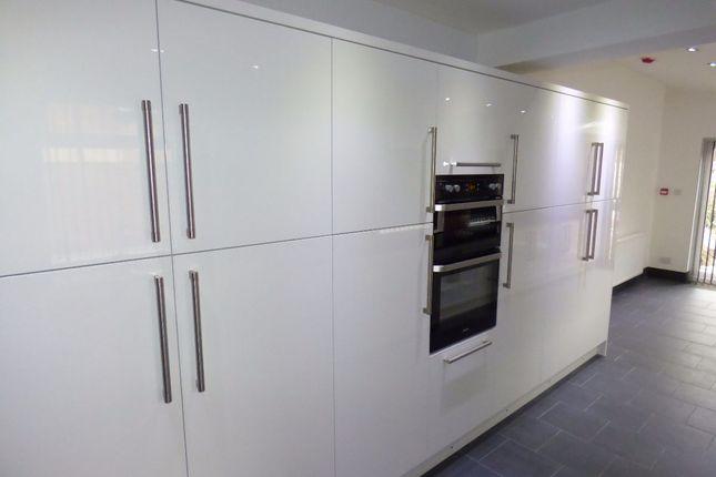 Room to rent in Room 1, Queens Road