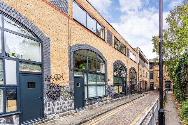 Thumbnail Flat for sale in Shacklewell Street, London