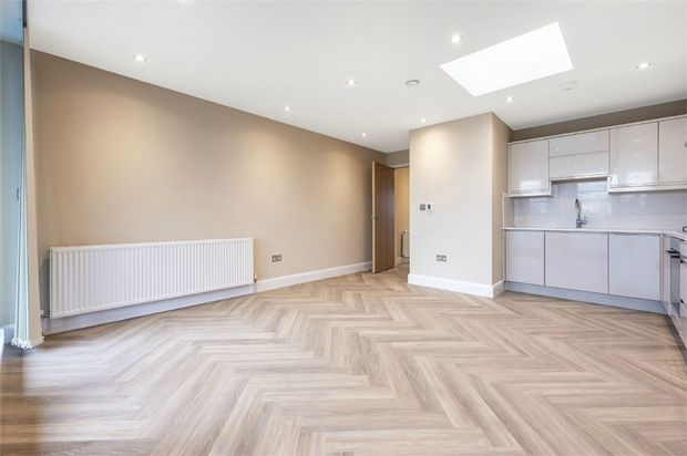 Thumbnail Flat for sale in Worton Road, Isleworth, Middlesex