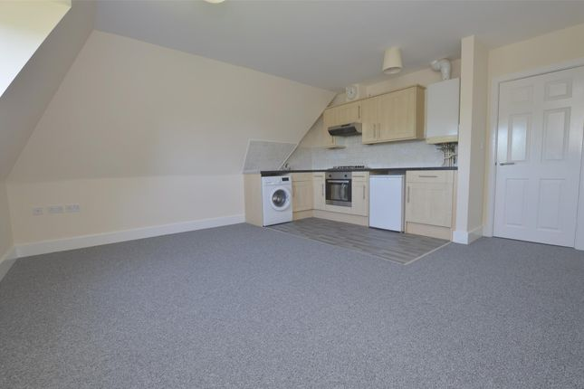 Thumbnail Flat to rent in Straight Road, Romford