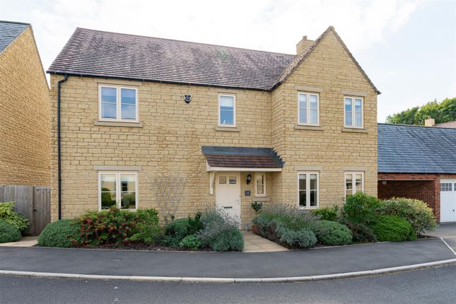 Thumbnail Link-detached house for sale in Stirling Way, Moreton In Marsh, Gloucestershire