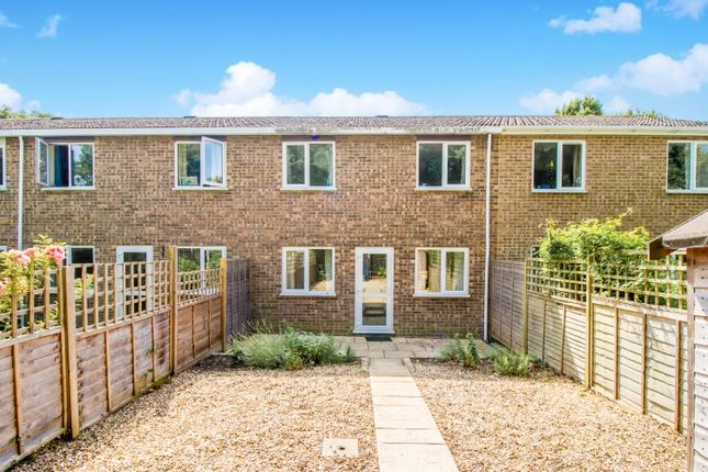 3 bed semi-detached house to rent in Rawson Close, Wolvercote, Oxford