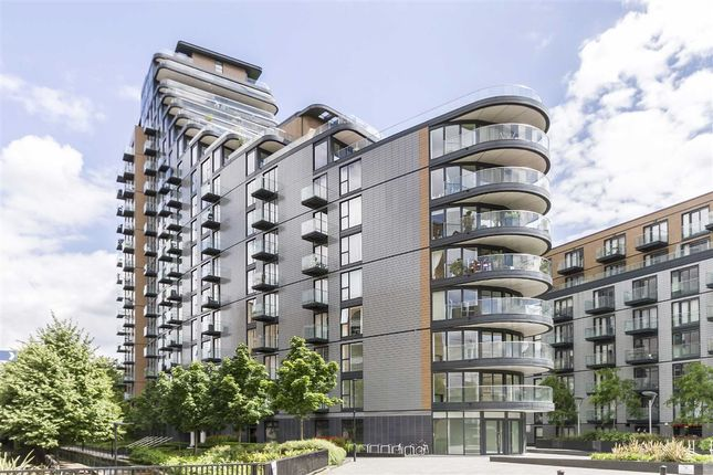 2 bed flat to rent in Cobblestone Square, London