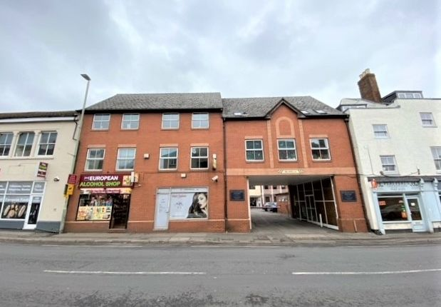 3 bed flat to rent in The Chestnuts, Southgate Street, Gloucester GL1